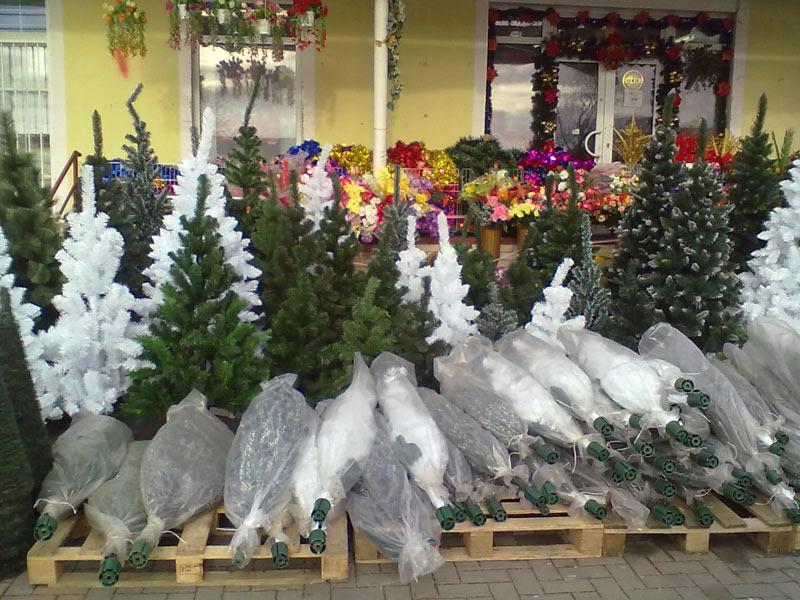 Umělé vánoční stromky od 240 Kč. Super akce.